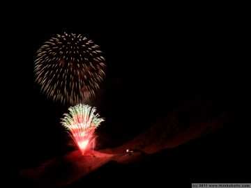 Tiroler Bergsilvester: Fireworks up on the mountains (Seegrube)