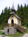 tiny chapel in the middle of nowhere: mariahilf-chapel (built 1890). 2006-06-16, Sony Cybershot DSC-F828.