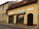 eine richtige (landes-)hauptstadt braucht ihr eigenes waffengeschäft || foto details: 2006-10-28, eisenstadt, austria, Sony Cybershot DSC-F828.