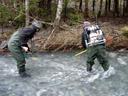siggi und christian beim elektrofischen || foto details: 2007-02-13, near braz, austria, Sony DSC-P93.