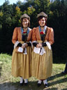 magedenderinnen (sort-of sutlers who hand out schnapps) in traditional dresses