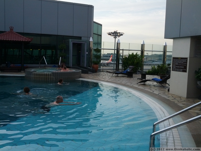 Rooftop swimming pool at changi airport singapore - Rooftop swimming pool in singapore ...