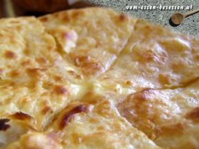 Megruli Khachapuri: Rezept für leckeres traditionelles Käsebrot aus Georgien (Foto: Markus Nolf / Vom Essen Besessen)